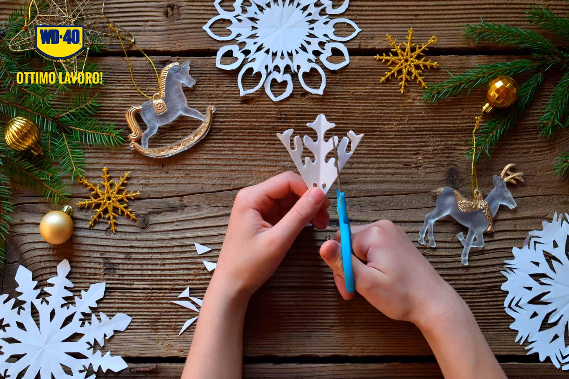 come fare fiocchi di neve di carta