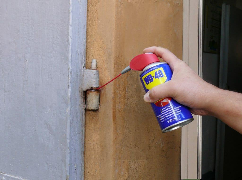 Come eliminare i cigolii delle porte